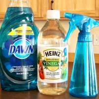 Homemade Glass Cleaner with Vinegar! {miracle cleaner}
