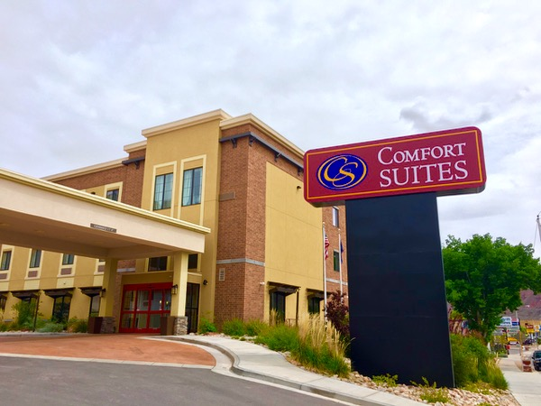 Stay at the Comfort Suites in Moab, Utah - TheFrugalGirls.com