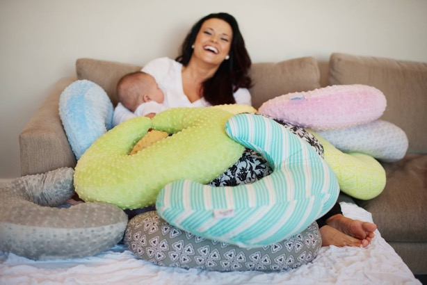 Use A Nursing Pillow to Feed Baby With Ease