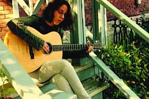 LyndaCollins_guitar_WEB