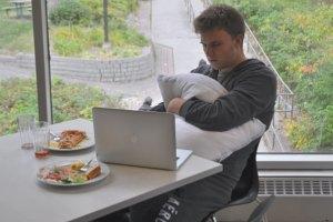WEB_OPI_Studetn-Living-in-Cafeteria-Kim-Wiens