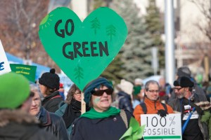 WEB_NEWS_UofO-First-to-Sign-Carbon-Pledge-Jaclyn-McRae-Sadik
