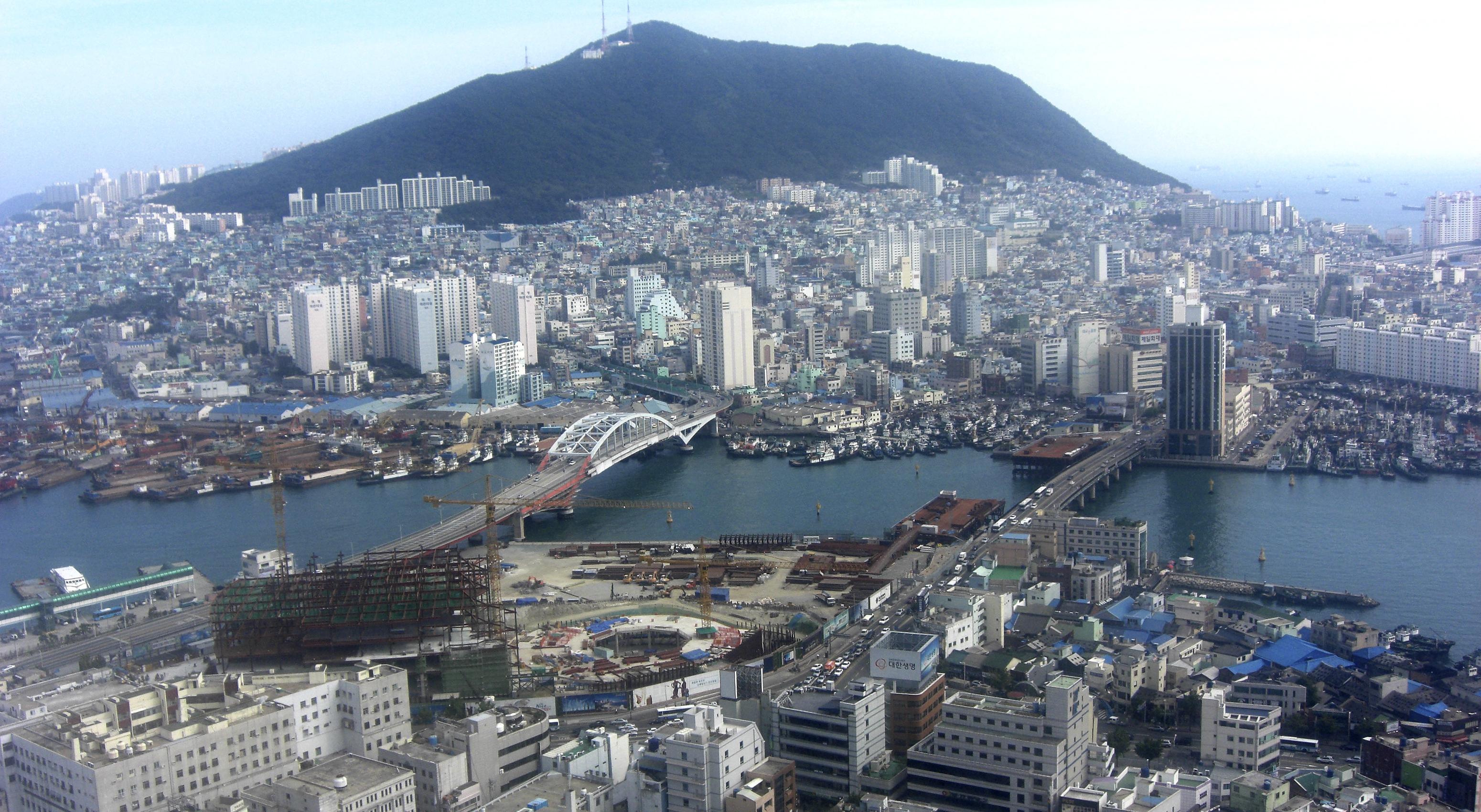 Busan, South Korea_CC_Mark & Emma Hambleton_WEB