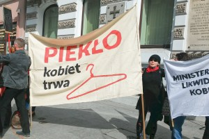 web_opinions_poland_protests_credcc_partia_razem