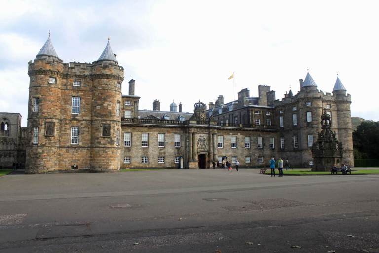Holyrood Palace, one of the most popular points of interest on the Royal Mile. A visit wasn't on our one week in Scotland itinerary, but it's well worth a stop!