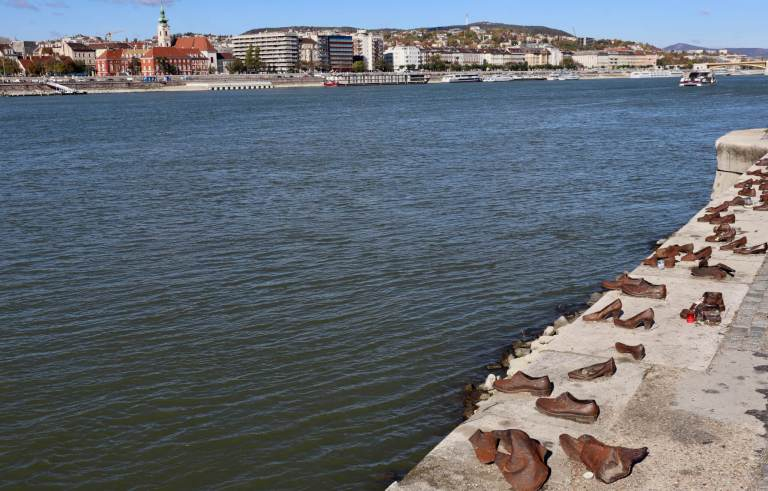 Iron shoes along the banks of the Danube