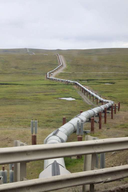 Another view of the pipeline zig-zagging into the distance