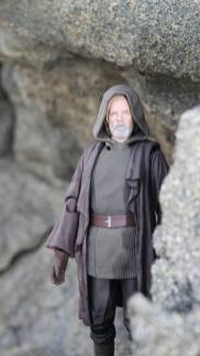 Luke Skywalker-Figuarts-Review-10