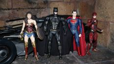 Batman-Justice-League-Tactical-Suit-Mafex-Review-22