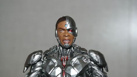 MAFEX-Cyborg-Justice-League-Review-11