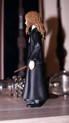SH-Figuarts-Harry-Potter-Hermione-Granger-Review-2