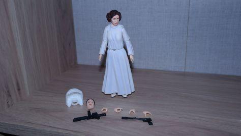 SH-Figuarts-Star-Wars-Princess-Leia-Organa-A-New-Hope-Review-13