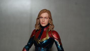 Marvel Legends Review | Captain Marvel
