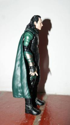 Marvel_Legends_Corvus_Glaive_and_Loki_Review_17