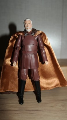 FOTF S.H Figuarts Star Wars Count Dooku Review 3