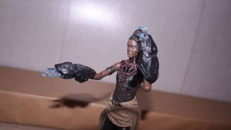 Marvel Legends Review Shuri (Black Panther) 10