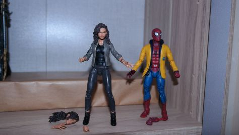 Marvel Legends Spider-Man and MJ Review 5