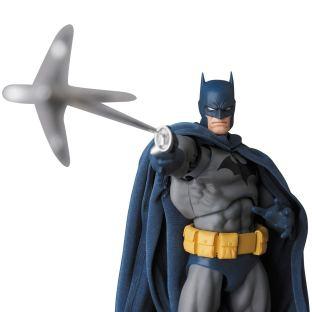 Medicom-MAFEX-DC-Comics-Hush-Batman-Promo-08