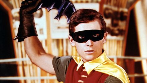 robin_with_batarang_1250
