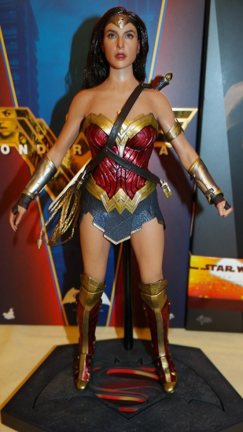 Hot Toys Review - Wonder Woman (Batman Vs Superman) 21