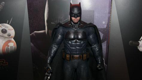 Hot-Toys-Review-Batman-Deluxe-Version-Justice-League-22