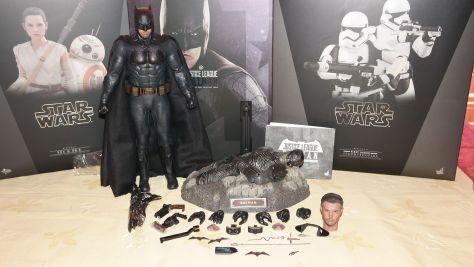 Hot-Toys-Review-Batman-Deluxe-Version-Justice-League-5