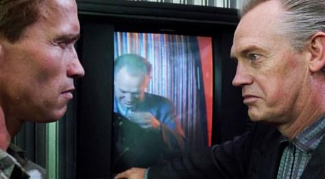 Cox and Schwarzenegger in Total Recall