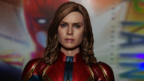 Hot Toys Captain Marvel Deluxe Review 028