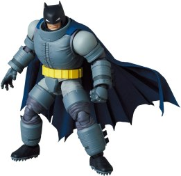MAFEX-Armored-Batman-005