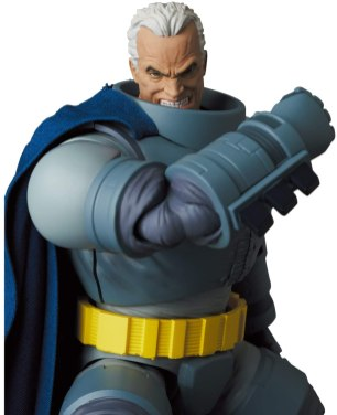 MAFEX-Armored-Batman-007