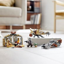 the-lego-group-the-trouble-in-tatooine-building-set-8f74bfw
