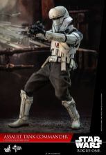 Hot Toys Assault Tank Commander 001