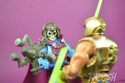 Masters-of-the-Universe-Classics-MOTUC-NA-Intergalactic-Skeletor-Review-heman-1