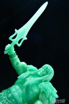 Masters-of-the-Unvierse-Classics-MOTUC-Spirit-of-King-Grayskull-Review-sword-aloft