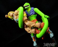 Masters-of-the-Universe-Classics-MOTUC-Sssqueeze-Review-coil-caught