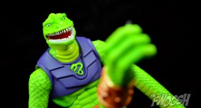 Masters-of-the-Universe-Classics-MOTUC-Sssqueeze-Review-reach