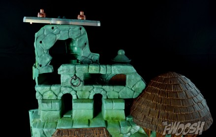 Masters-of-the-Universe-Classics-MOTUC-Talon-Fighter-and-Point-Dread-Review-castle-back