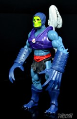 Masters-of-the-Universe-Classics-MOTUC-Terror-Claws-Thunder-Punch-Review-Skeletor-turn-2