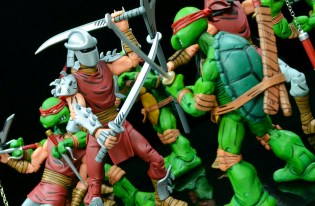 neca-nycc-eastman-and-laird-tmnt-foot-clan-fight-2
