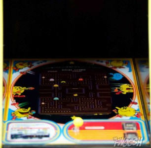 FREEing-Bandai-Namco-arcade-cabinet-review-pac-man-screen