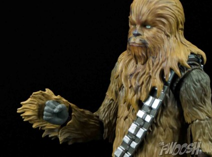 SH-Figuarts-Bandai-Star-Wars-Chewbacca-Review-fist-hand