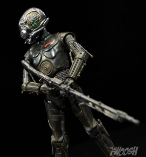 Hasbro-Solo-Star-Wars-Black-Series-4-LOM-Review-low-angle