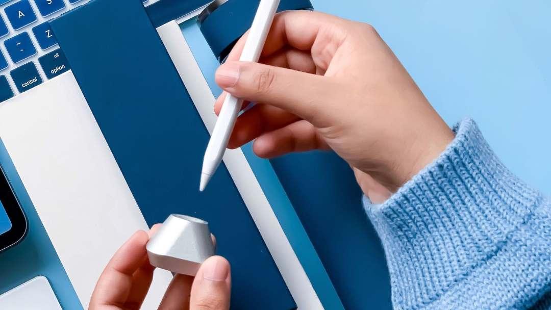 Flosku Jamal Apple Pencil Inkwell Stand