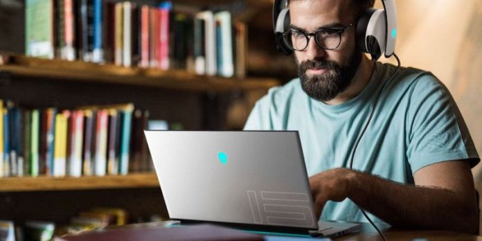 Alienware m15 R4 and m17 R4 gaming laptops