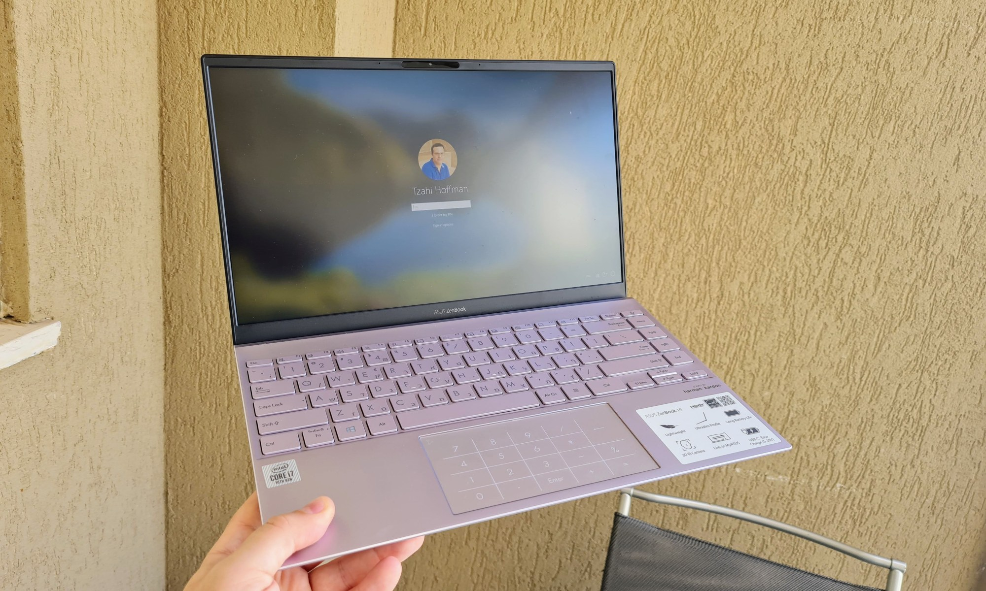אסוס ZenBook UX425J. צילום צחי הופמן