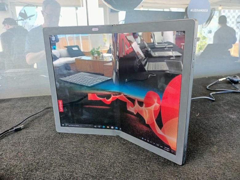 לנובו ThinkPad X1 Fold. צילום צחי הופמן