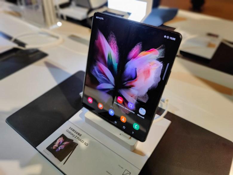 סמסונג Galaxy Z Fold 3. צילום צחי הופמן