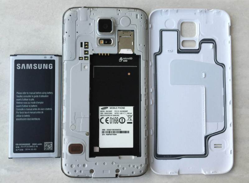 Galaxy-S5-has-far-superior-battery-and-it-is-removable-–-image-credit-Gordon-Kelly