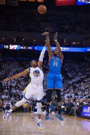 January 5, 2015; Oakland, CA, USA; Oklahoma City Thunder forward Kevin Durant (35) shoots the basketball against Golden State Warriors guard Andre Iguodala (9) during the first quarter at Oracle Arena. Mandatory Credit: Kyle Terada-USA TODAY Sports
