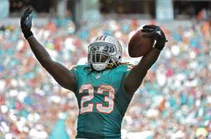 (http://phinphanatic.com/2016/10/25/miami-dolphins-jay-ajayi-train-rolling-get/)